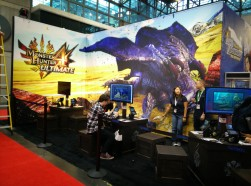 Attendees playing Monster Hunter 4 at NYCC